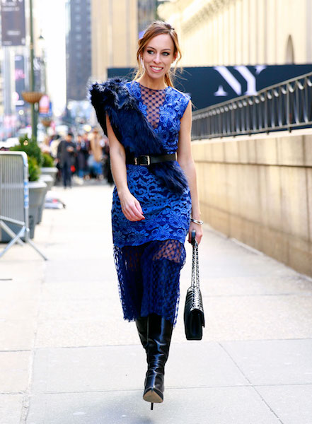 3 - azul noche Sydne-Style-wears-the-faux-fur-trend-at-new-york-fashion-week-street-style